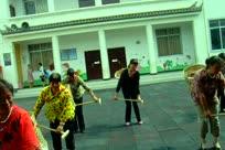 请您欣赏兰坪金顶白族舞蹈【扒松毛】