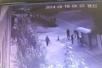916张家口卡车冲公交站台事故监控视频