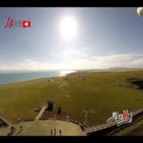 【航拍青海湖】我们生存在陆地上,却期望着像鸟儿一样从蓝天上来观赏这个世界。从近50米的高度鸟瞰下去,我们熟知的青海湖又是怎样一番景象?(赵恩泽)