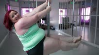 世界最重量级钢管舞姑娘说觉得自己十分性感啊