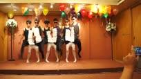 六男子年会创意舞蹈 黑白丝袜笑翻全场
