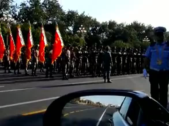 车内实拍阅兵现场大部队