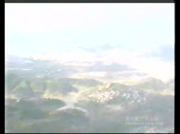 贵阳的袁国祥驾驶自己的私人飞机体验飞翔的感受
