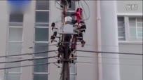 男子爬电线杆围观前总统不幸触电  被烧成火球
