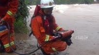 """台风""""莎莉嘉""""袭击防城港 8名民工被困洪水"""