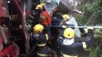 广西崇左一长途客车与大货车相撞致2人死亡25人受伤