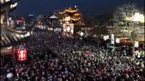 延迟记录60万游客挤爆夫子庙灯会