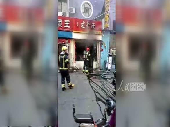 哈尔滨煤气罐发生爆炸  消防官兵现场紧急救援
