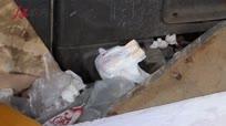 僵尸车停放两年内部零件被偷光成空壳