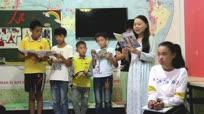 女教师免费教农村留守和贫困儿童学绘画