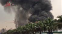 成都在建工地发生火灾 现场浓烟滚滚火光冲天
