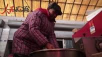 潍坊五旬夫妇秘方灌肠30年每天灌12个小时 日用千斤猪肉