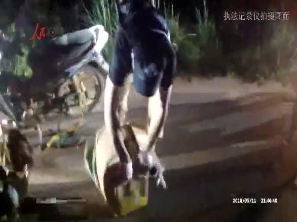 执法记录仪拍摄云南公安边防夜间缉毒47.446公斤