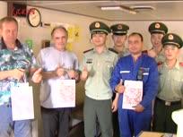 盐城边防检查站和外籍船员共度中秋佳节