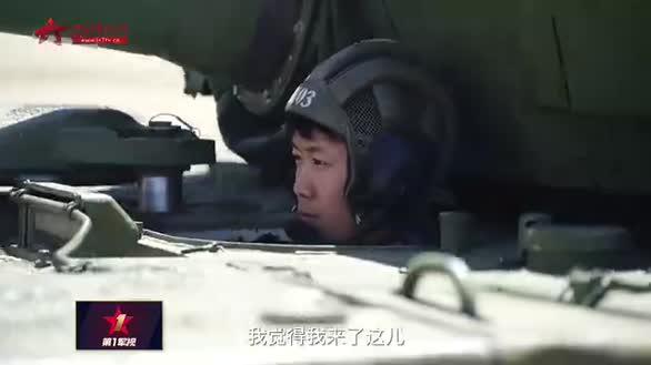 女兵驾驶坦克驰骋沙场 这才是真女神!
