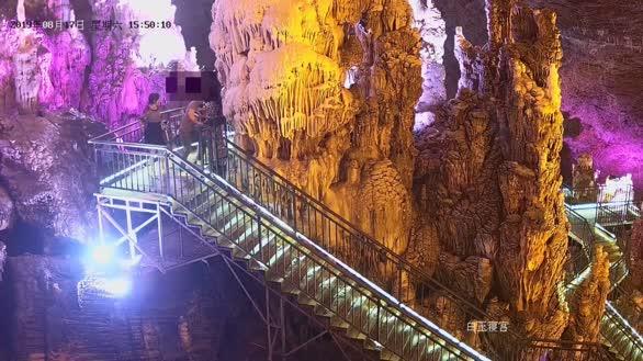 湖北宜昌:亿万年钟乳石遭游客掰断