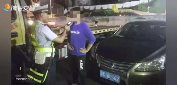 坑爹!两熊孩子偷开父亲的车去玩 半路醉驾被抓!