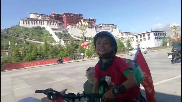 """四川广元旺苍""""狼爸""""带儿女骑行拉萨 为其磨炼意志"""
