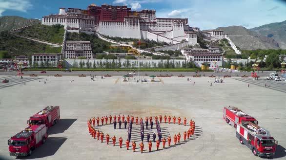 西藏消防官兵向祖国表白