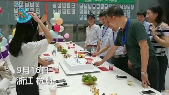 暖心!开学首日 校长送蛋糕为4名新生庆生