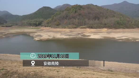 安徽51个市县遭遇重度干旱   百姓饮水难消防车送水润心地