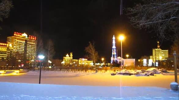 风雪中海拉尔迷人的夜色