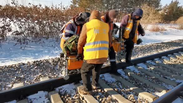 轨道探伤工:零下三十度 雪地太空步
