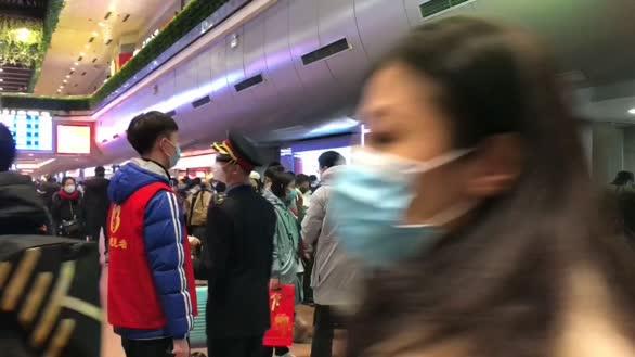 口罩君春运回家路:特情中的北京西站