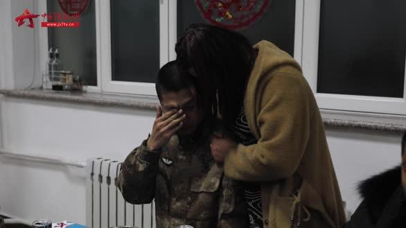 """【新春走基层】年夜饭上出现的""""惊喜"""" 温暖了东极卫士的心"""