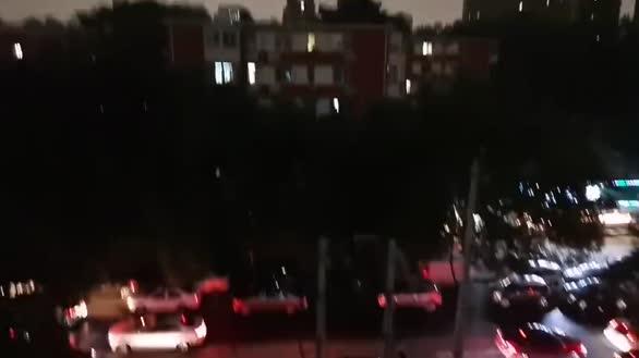 下午三点半的北京 网友:半小时经历从黑夜到白昼
