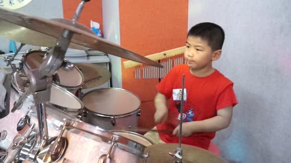 小朋友爵士鼓演奏才艺展示精彩上演