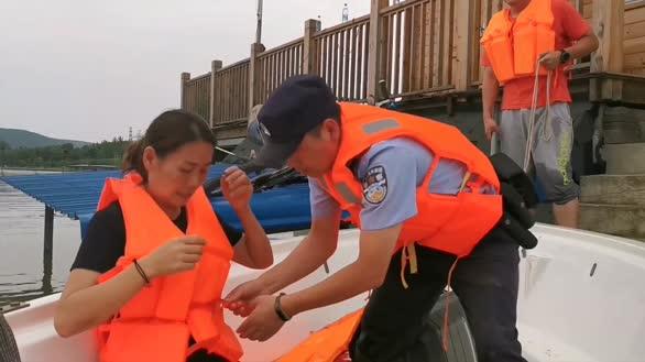圩口溃破五人被困 铜陵警方紧急救援
