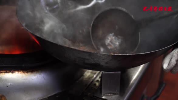 新疆美食:大盘鸡