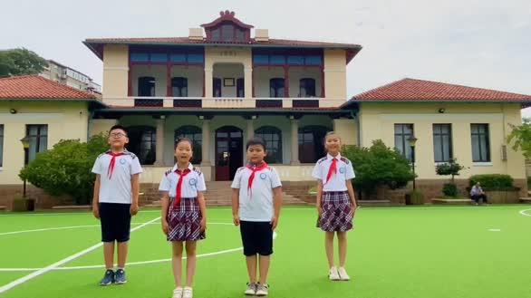 青岛市实验小学少先队员祝袁隆平院士生日快乐