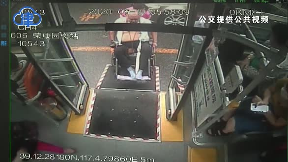 连续14天,不管风吹雨打!公交司机接力 轮流帮助患病老人