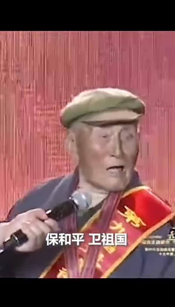 泪目!93岁抗美援朝老兵演示匍匐前进