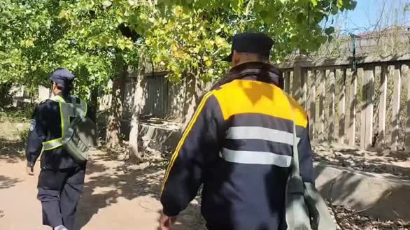 58岁大叔干铁路巡线员13年,每天走8里3个月磨破一双鞋