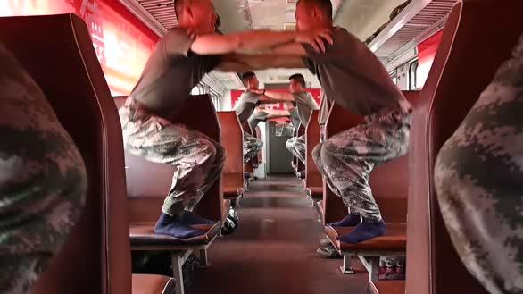 千里机动,军列上过的也充实