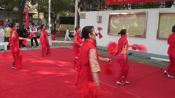 社区老年舞蹈队精彩表演风采